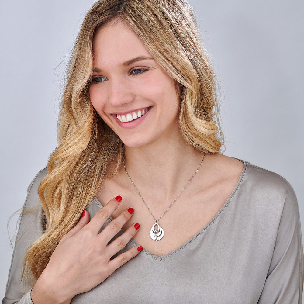 Engraved Family Necklace Drop Shaped in White Gold - 2