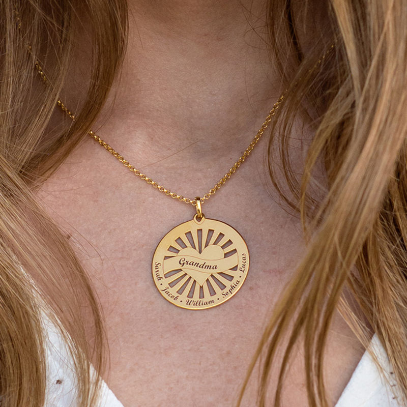 Grandma Circle Pendant Necklace with Engraving in 18K Gold Vermeil - 2