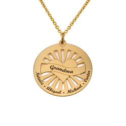 Grandma Circle Pendant Necklace with Engraving in 18K Gold Vermeil product photo